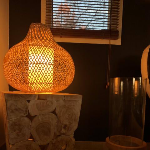 Suspension en rotin pour le salon. Luminaire en rotin design - lampe pour cuisine - éclairage rotin
