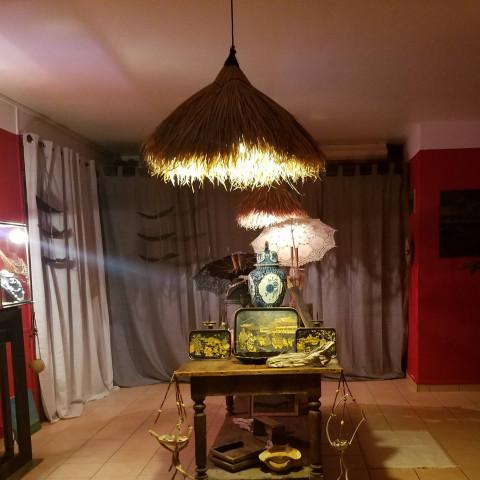Luminaire - lampe - luminaire exotique - feuilles de palmier - lampe à suspendre - suspension en bananier